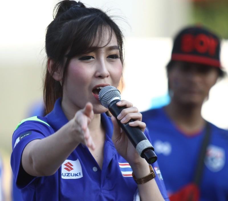 Tuyển Thái thắp nhang cầu nguyện trước khi đá với Singapore - ảnh 4