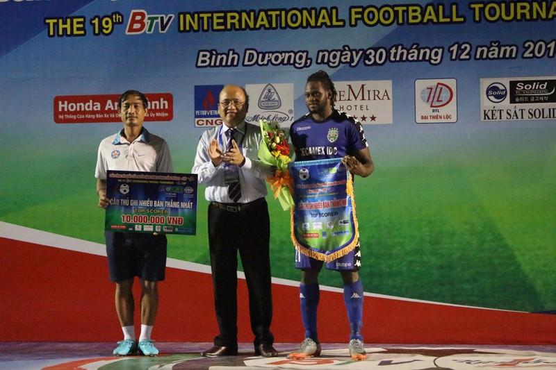 Đồng đội của Công Phượng đoạt giải Cầu thủ xuất sắc nhất - ảnh 3