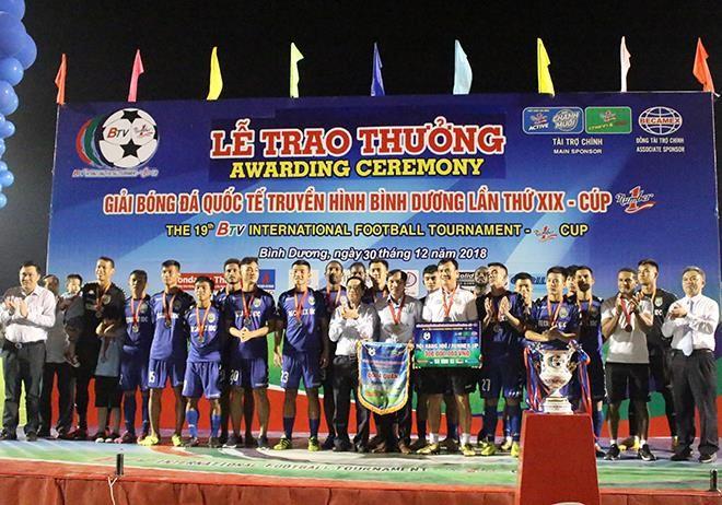 Đồng đội của Công Phượng đoạt giải Cầu thủ xuất sắc nhất - ảnh 5