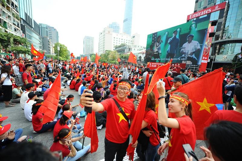 Nhiều địa điểm cho fan bóng đá xem trận Việt Nam-Nhật Bản - ảnh 1