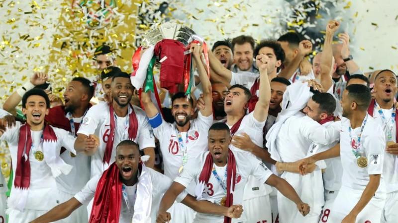 Cư xử kém với tuyển Qatar, UAE bị phạt nặng - ảnh 1