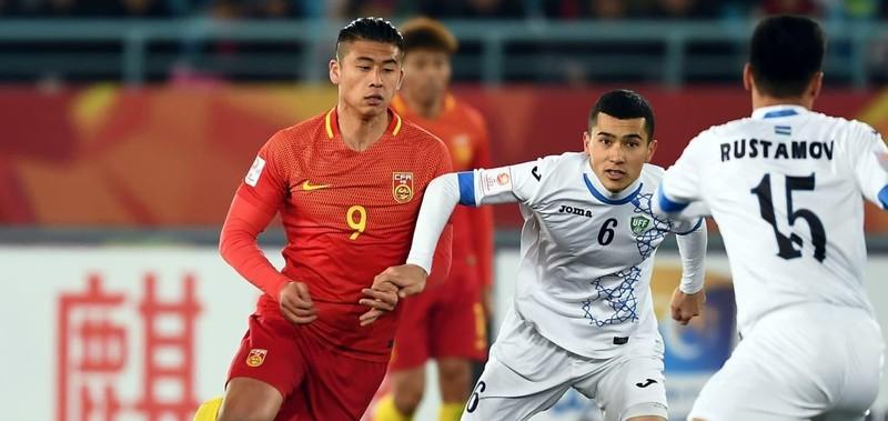 HLV Park Hang-seo và Guus Hiddink tập trung cao độ cho U-23 - ảnh 1