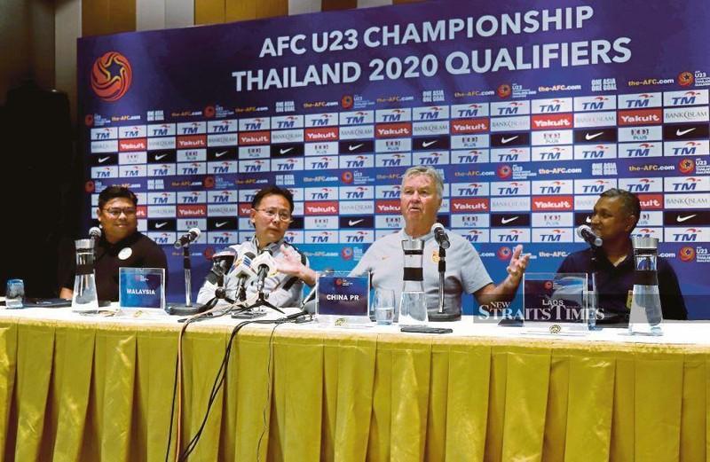 HLV Park Hang-seo và Guus Hiddink tập trung cao độ cho U-23 - ảnh 2