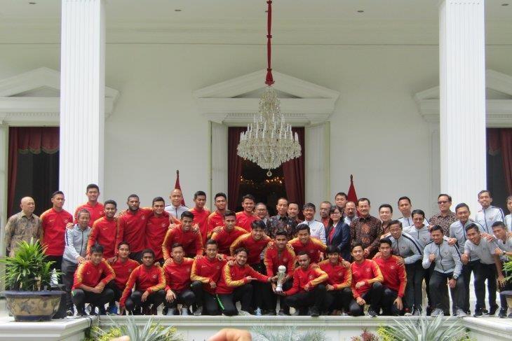 Tổng thống Widodo động viên tinh thần U-23 Indonesia - ảnh 2