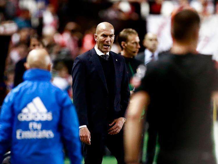 Real Madrid thua 'mất mặt', Zidane làm lại từ đầu - ảnh 1