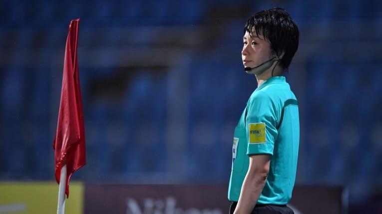B. Bình Dương 'đụng' trọng tài nữ ở cúp châu Á - ảnh 2