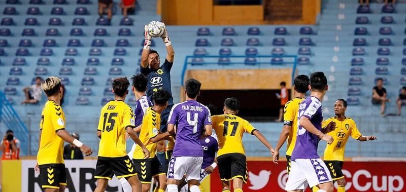 Khen đội cũ Hà Nội, Silva quở trách đồng đội - ảnh 1