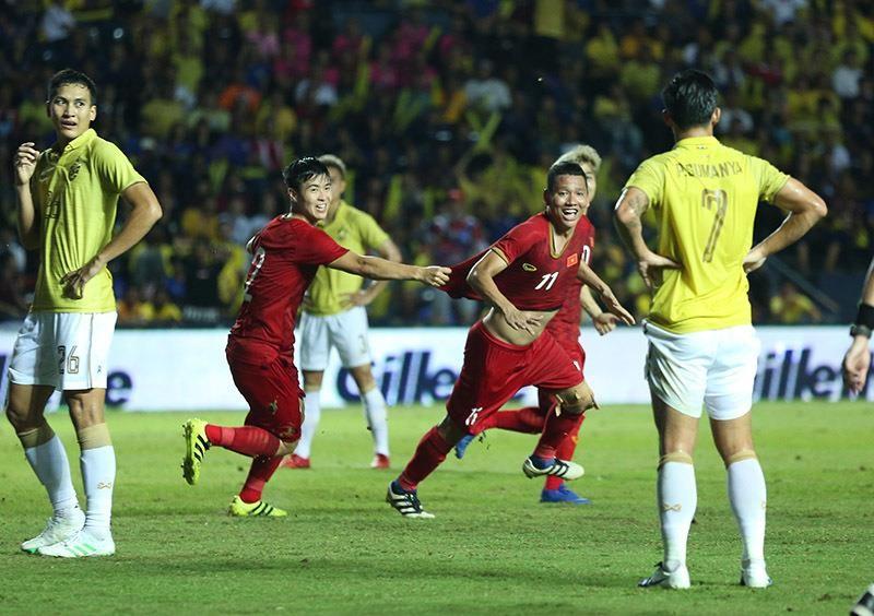 Thái 'kê' vé gấp ba cho fan Việt trận Thái Lan - Việt Nam - ảnh 1