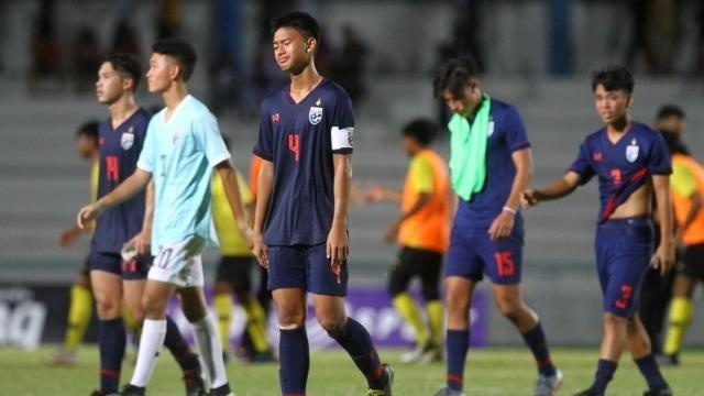 Bóng đá Thái Lan sụp đổ, 'tượng đài' lớn bị ném đá tơi tả - ảnh 1