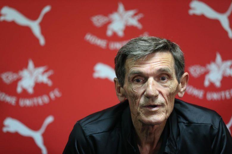 'Phù thủy' AFF Cup nói gì về căn bệnh hiểm nghèo của mình - ảnh 1