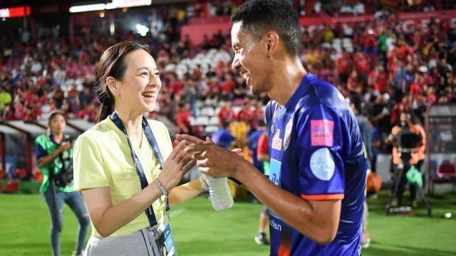 Bà Paeng muốn thưởng lớn cho đội tuyển Thái Lan - ảnh 2