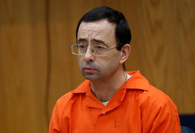 Larry lạm dụng tình dục hơn 350 VĐV, tù giam… trên 100 năm - ảnh 1