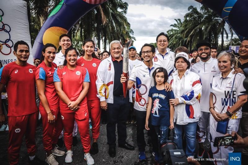 Chùm ảnh ngọn đuốc SEA Games về đến Manila chờ ngày bùng cháy - ảnh 4