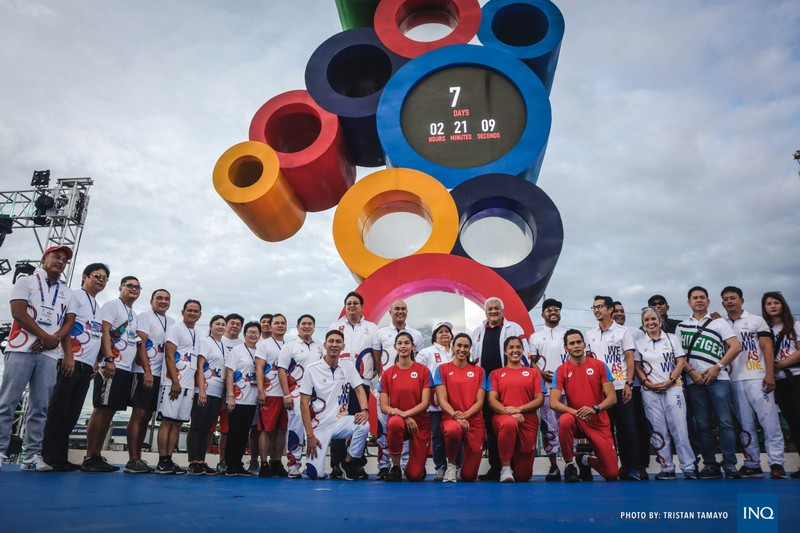 Chùm ảnh ngọn đuốc SEA Games về đến Manila chờ ngày bùng cháy - ảnh 3