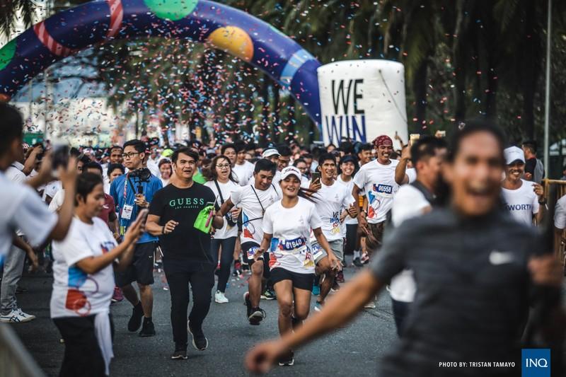 Chùm ảnh ngọn đuốc SEA Games về đến Manila chờ ngày bùng cháy - ảnh 6