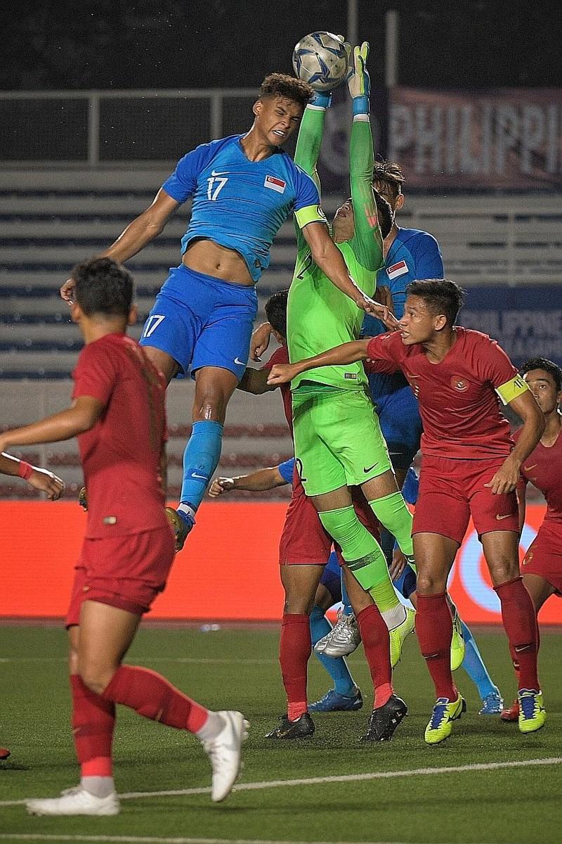 Cầu thủ Singapore nghiệp dư nhưng buộc phải thắng VN, Thái Lan - ảnh 1