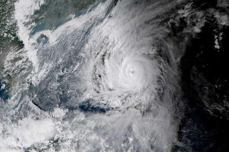 Sân bay quốc tế Manila đóng cửa từ trưa 3-12 vì bão - ảnh 2