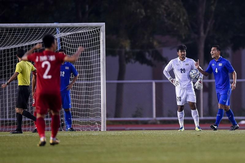 HLV Kiatisak: Bóng đá Việt Nam không độc chiếm vị trí số 1 - ảnh 2