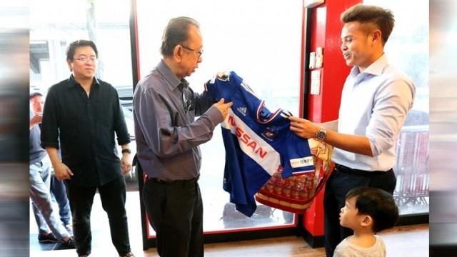 Nghịch lý giữa bóng đá Việt Nam và Thái Lan - ảnh 1