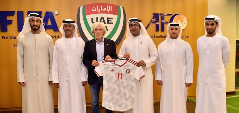 UAE bổ nhiệm HLV mới thay thế bại tướng của thầy Park - ảnh 2