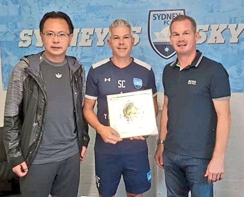 HLV Ong Kim Swee đi học sau khi chia tay U-22 Malaysia - ảnh 1