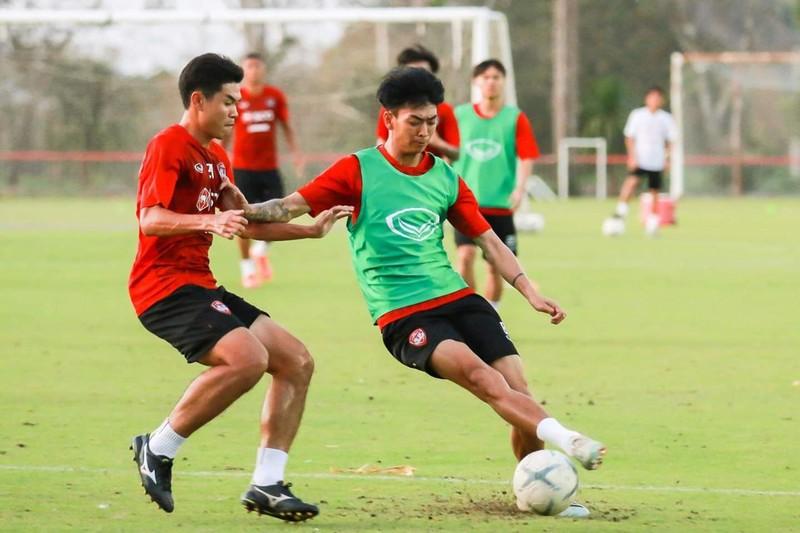 Văn Lâm trở lại, HLV Gama cho cầu thủ Muangthong… 'ăn hành' - ảnh 9