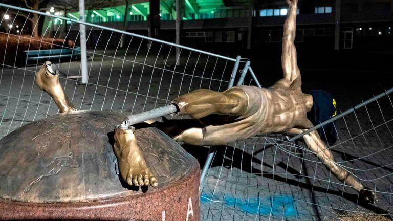Sốc: Ibrahimovic 'tan nát' tại Malmo - ảnh 3