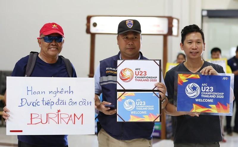 U-23 Việt Nam đổ bộ xuống Buriram - ảnh 2