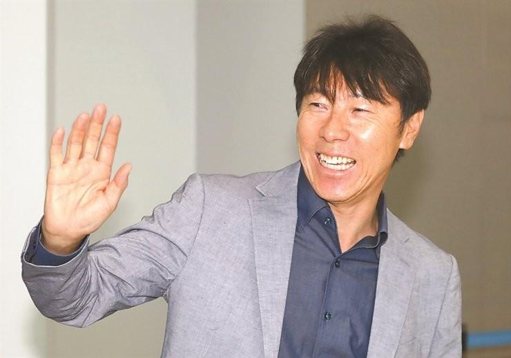Tân HLV Shin Tae-yong đang làm gì ở Indonesia? - ảnh 1