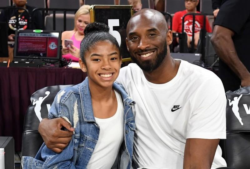 Có vợ huyền thoại bóng rổ Kobe Bryant trong tai nạn máy bay? - ảnh 1
