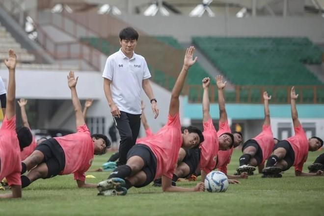 HLV Shin Tae-yong chơi lớn cùng U-19 Indonesia  - ảnh 1