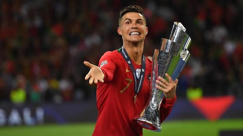 UEFA họp online, EURO hoãn đến đến 2021 - ảnh 1