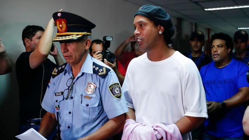 Vì sao Ronaldinho đóng tiền khủng vẫn không được 'tại ngoại'? - ảnh 2