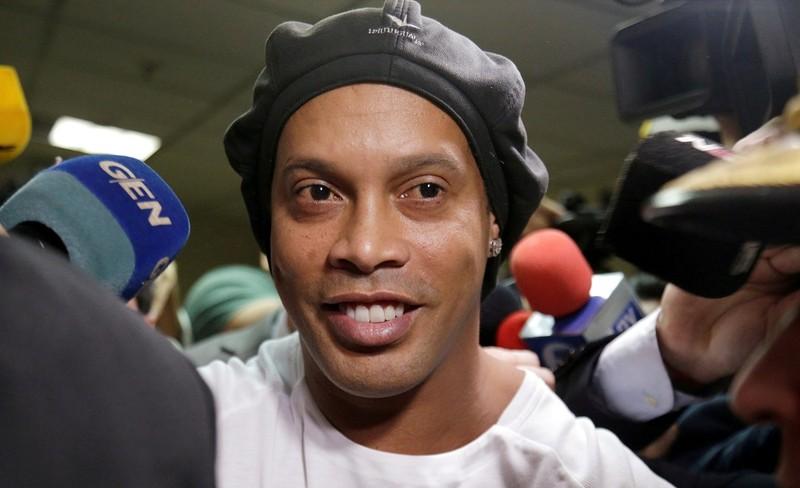 Vì sao Ronaldinho đóng tiền khủng vẫn không được 'tại ngoại'? - ảnh 1