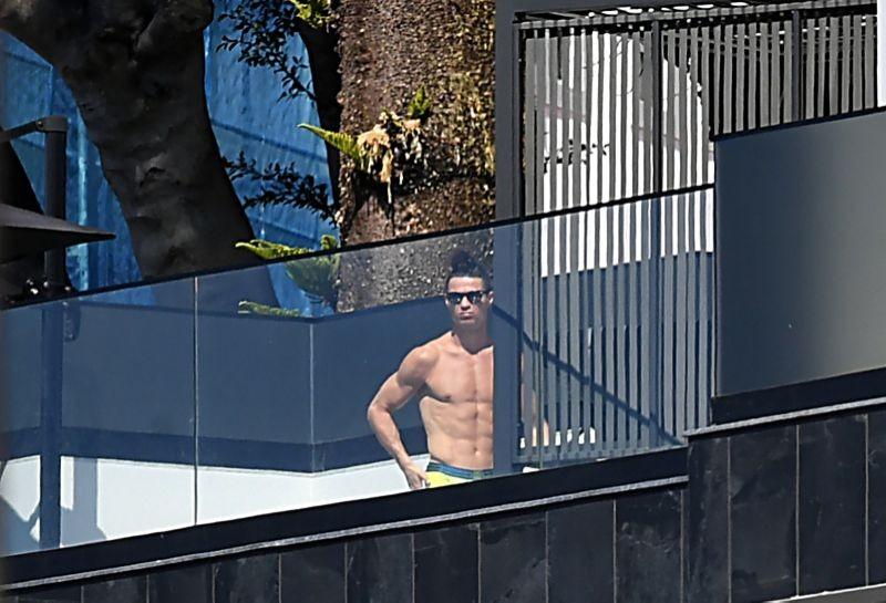 Ronaldo làm gì trong biệt phủ mùa dịch COVID-19? - ảnh 1
