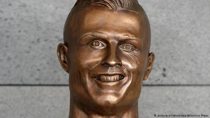 Vì sao tượng đài các huyền thoại bóng đá bị phá hoại? - ảnh 4