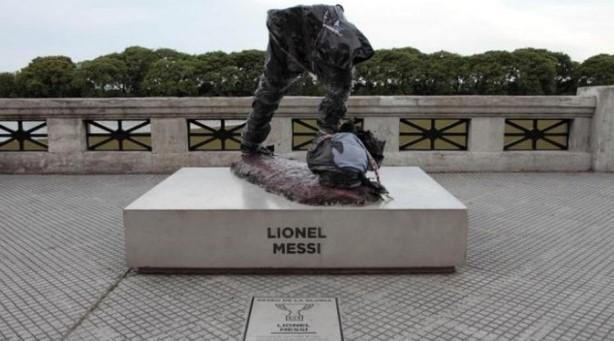 Vì sao tượng đài các huyền thoại bóng đá bị phá hoại? - ảnh 1