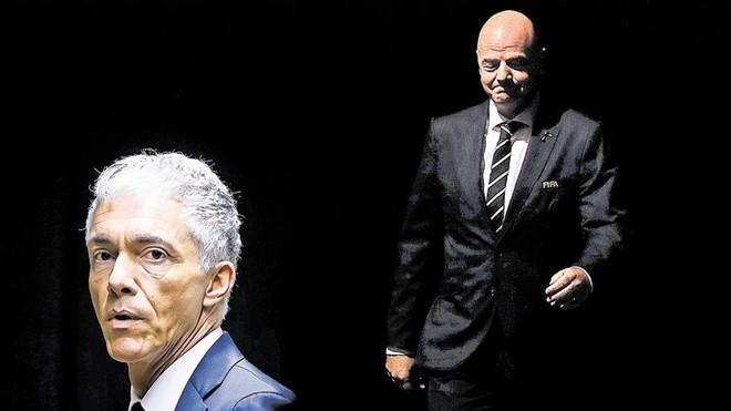 Chủ tịch FIFA bị 'sờ gáy' - ảnh 2