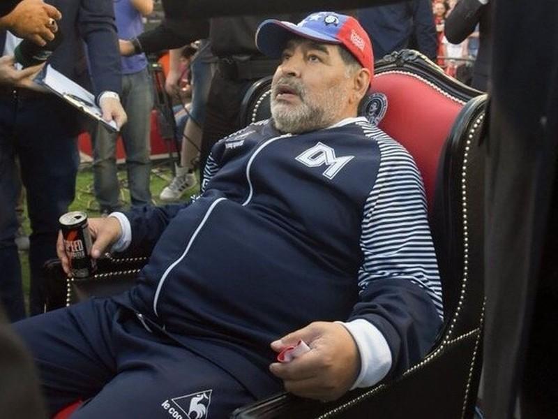 Maradona lại được 'bàn tay của chúa' giải cứu - ảnh 2