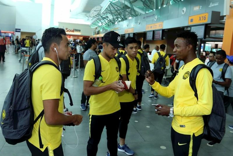 HLV Tan 'bật lại' việc kỳ thị cầu thủ Malaysia nhập tịch - ảnh 1
