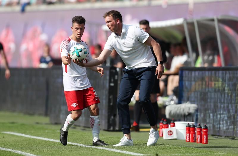 """""""Tiểu Mourinho"""" dạy học trò những gì khi Bundesliga trở lại? - ảnh 2"""