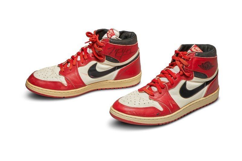 Đôi giày thi đấu của huyền thoại Jordan đoạt kỷ lục - ảnh 2