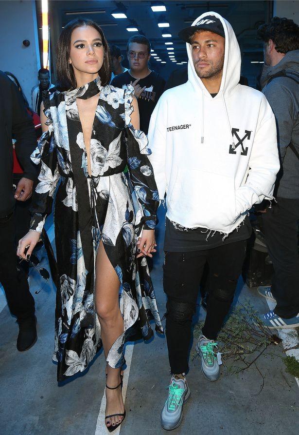 Lộ diện bạn gái siêu mẫu của Neymar? - ảnh 2
