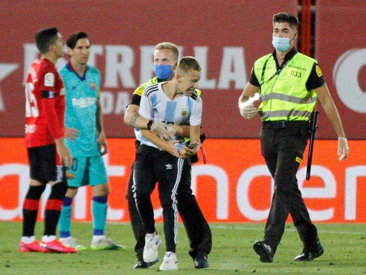 Barcelona đòi truy tố hình sự fan hâm mộ - ảnh 2