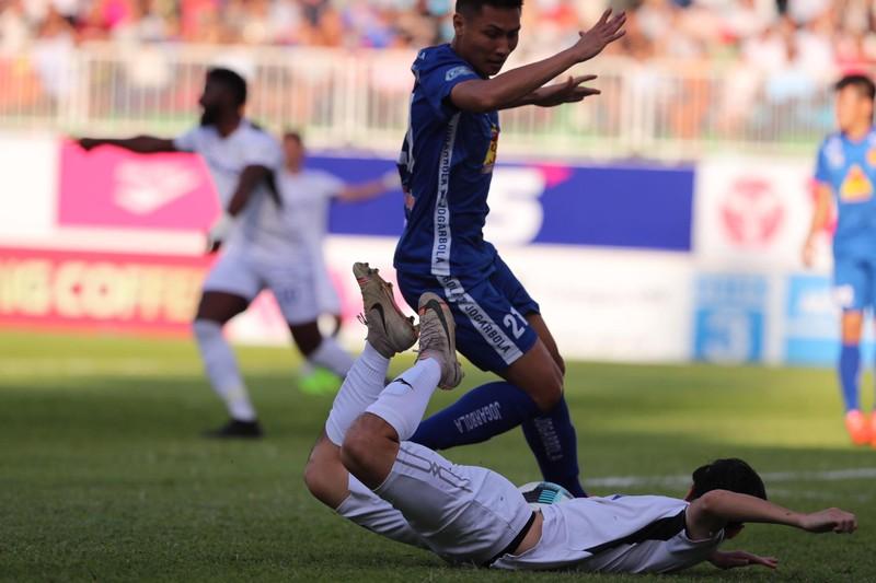 Văn Toàn 'dọn cỗ' cho Tuấn Anh ghi bàn đầu mùa giải - ảnh 3