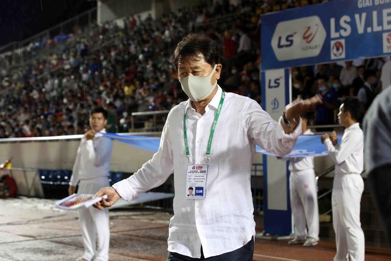 HLV Chung Hae-seong 'sập bẫy' của chính mình - ảnh 4