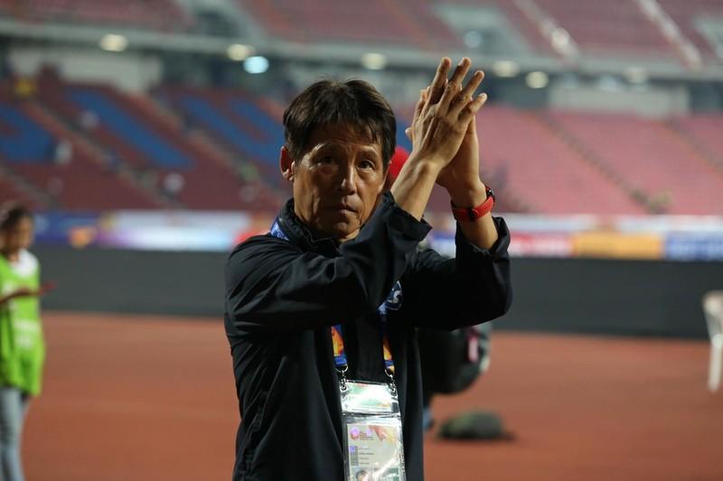 Thái Lan quyết đưa HLV Nishino và 80 cầu thủ ngoại nhập cảnh - ảnh 1