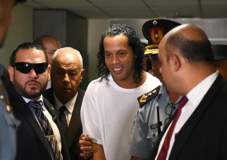 Tội 'tày đình' nhưng vì sao Ronaldinho sắp được phóng thích? - ảnh 1