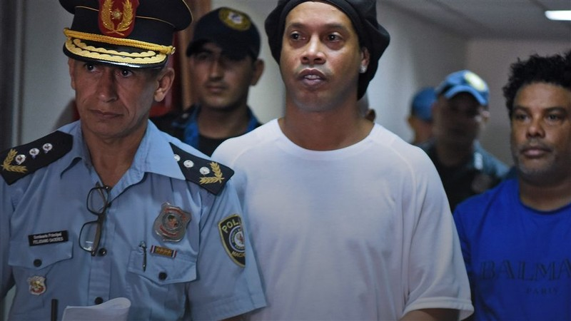 Ronaldinho cần làm gì để được thả ngày 24-8? - ảnh 1