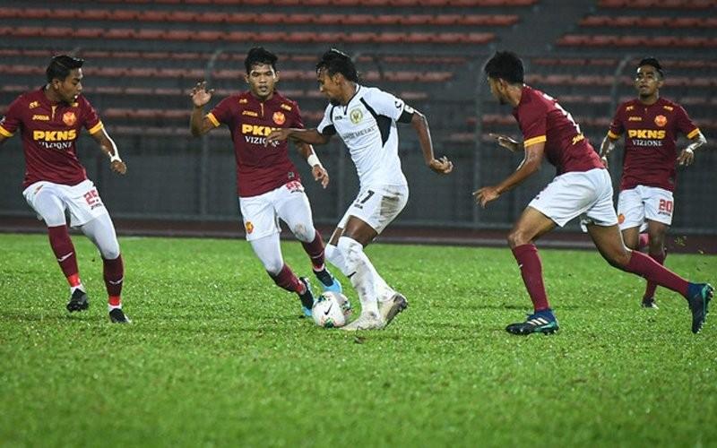 Ở Kuala Lumpur, vòng loại World Cup hoãn, M-League khởi tranh - ảnh 1